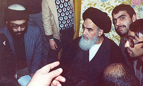 Imam Khomeini abruptly took break in the middle of International briefing in Nofel Noshato