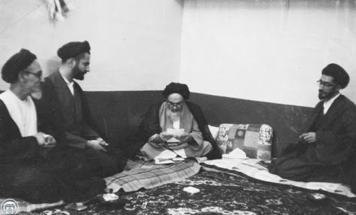 Imam Khomeini encouraged criticism and discussions at classes in Najaf