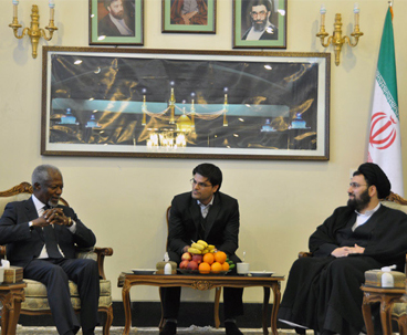 Kofi Annan led-delegation visits Imam Khomeini's holy Shrine