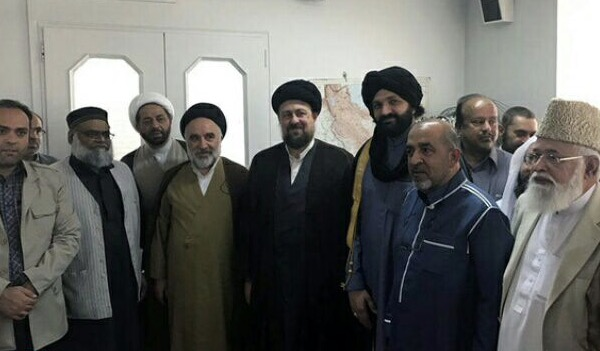 Rencontre d`un groupe de savants sunnites residant au Royaume-Uni avec la relique de l`Imam Khomeiny, Hassan Khomeiny.