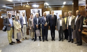 Visite de l`Ambassadeur d`Autriche, en compagnie des membres de sa délégation, de la maison de l'Imam Khomeiny à Jamaran
