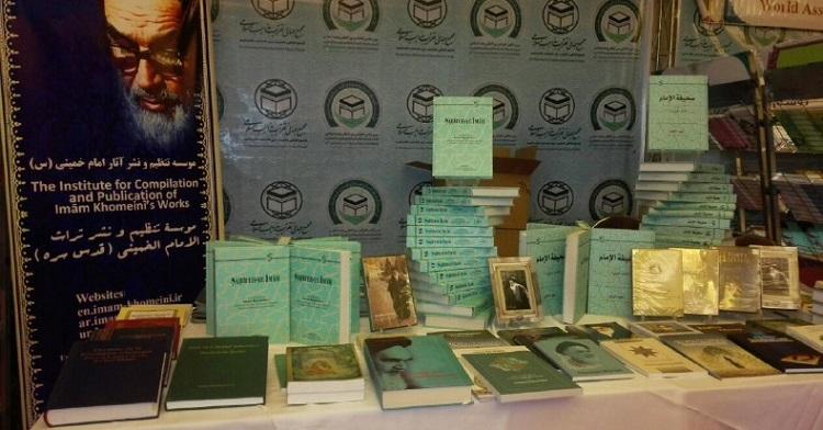 La présence de l`Institut pour la Compilation et la Publication des Affaires de l`Imam Khomeiny dans l`exposition du livre, tenue en marge du Sommet de l`Unité Islamique