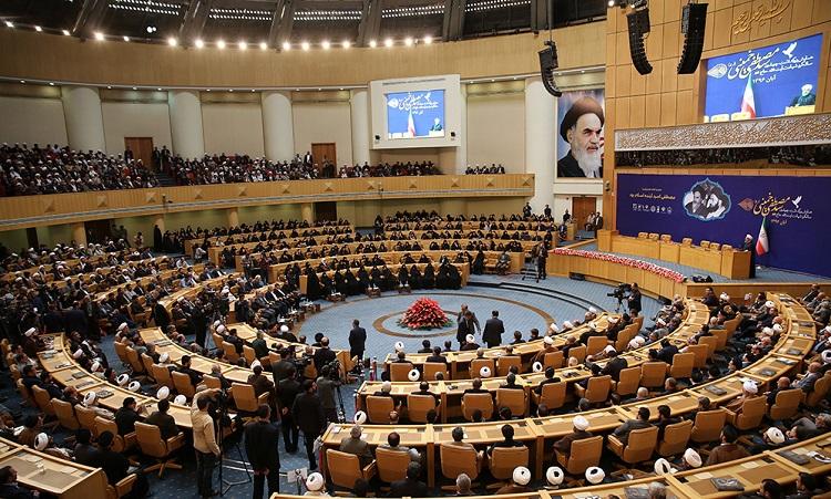 La cérémonie de commémoration du quarantième anniversaire du martyre de l`Ayatollah Seyyed Mostapha Khomeiny en présence du président de la République et du président du parlement