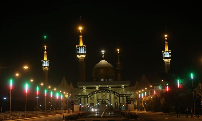 La cérémonie de deuil de la nuit d`Arbaïn au mausolée de l`Imam Khomeiny (Que DIEU sanctifie son noble secret)