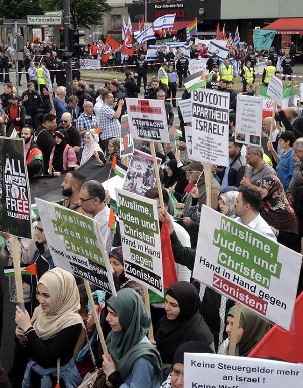 Le rassemblement massif  à l`occasion de la journée mondiale de Ghods à Berlin