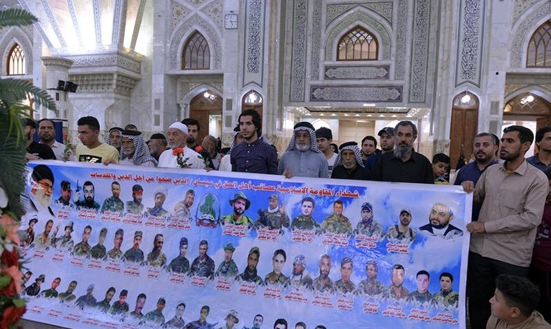 L`hommage public rendu par les familles des martyrs de la résistance irakienne à l`Imam Khomeiny (Que DIEU sanctifie son secret).
