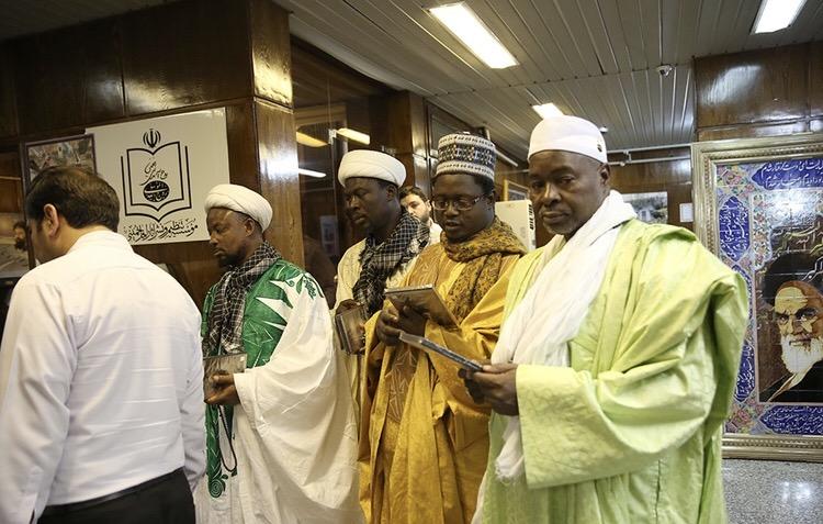 La visite d`un groupe de savants du Burkina Faso de la maison de l`Imam Khomeiny à Jamaran.