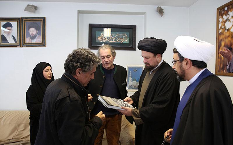 Rencontre entre le célèbre photographe français monsieur Michel Setboun et Ayatollah Sayyid Hassan Khomeini
