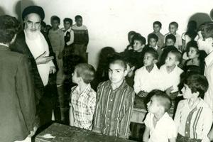 Le seul enseignant dont l'imam Khomeiny (paix à son âme) s`est présenté dans sa classe!