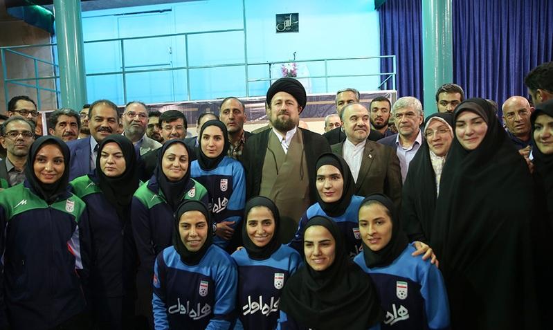 le renouvellement de l`alliance de la société du sport et des jeunes avec les idéaux de l`Imam Khomeini