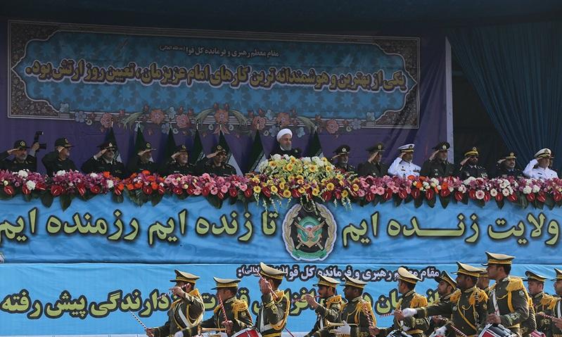 Commémoration du Jour de l`Armée de la République islamique d`Iran près du mausolée de l`Imam Khomeini  (Que DIEU sanctifie son noble secret)