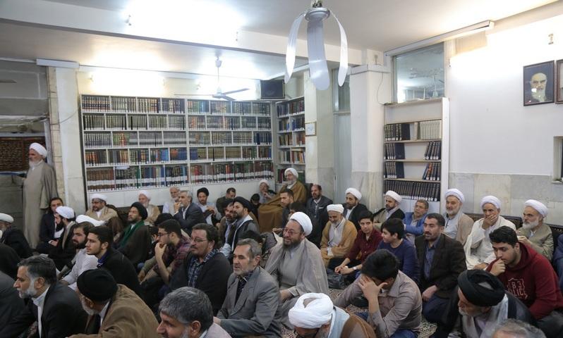 La fête de l`anniversaire de naissance de la vénérée Zahra (Que DIEU la bénisse) et de l`Imam Khomeini (Que DIEU sanctifie son noble secret)