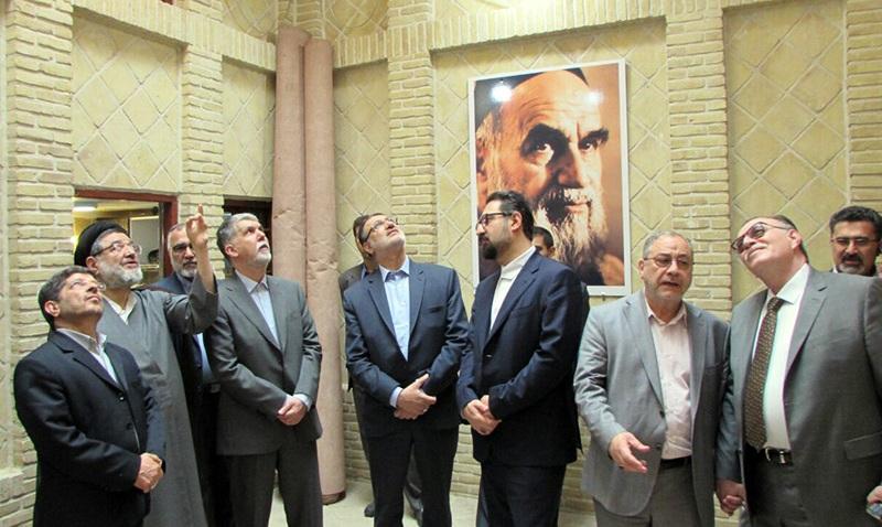 Visite du ministre de la Culture de la maison de l`Imam Khomeini à Najaf