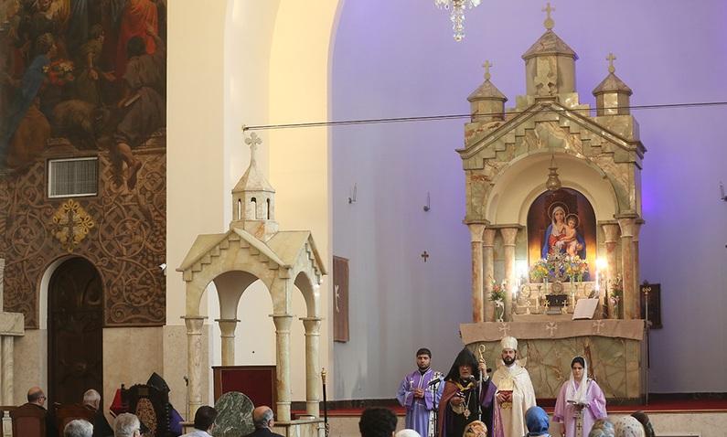 La cérémonie de commémoration de l`Imam Khomeini à la Cathédrale Saint-Sarkis