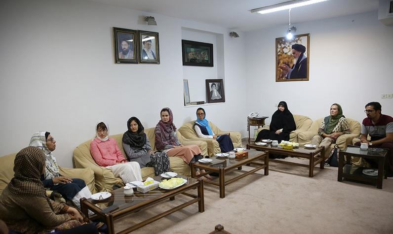L'entrevue accordée à un groupe de professeurs  étrangers par le Dr. Fatemeh Tabatabaei