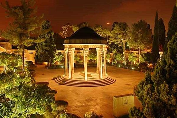 La place de Hafiz, le grand poète iranien, selon l'Imam Khomeiny (paix à son âme).