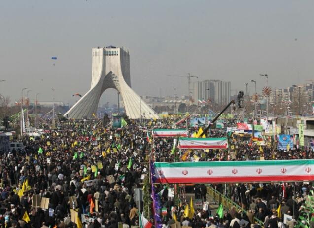 Les Iraniens célèbrent l'anniversaire de la révolution islamique
