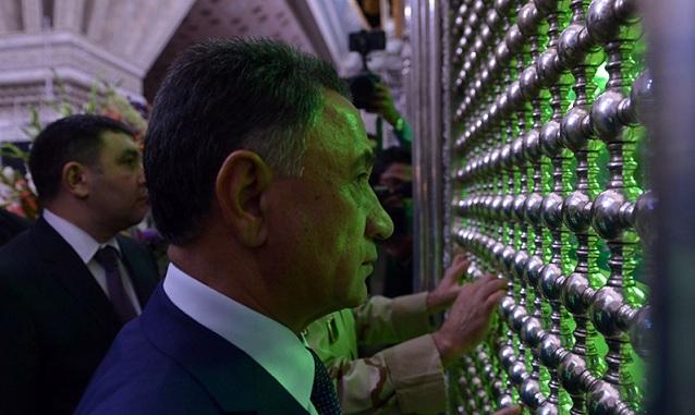 """le ministre de l`intérieur azerbaïdjanais """"Ramil Slob'of"""" et les membres de son cabinet au mausoléé de l`Imam Khomeini"""