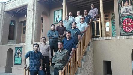 un groupe de blessés pendant les huit ans de Défense dans la maison de l`Imam Khomeini
