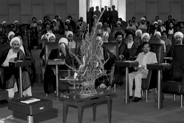 14 juillet 1983, Tenue de la première réunion de l'assemblée générale des experts.