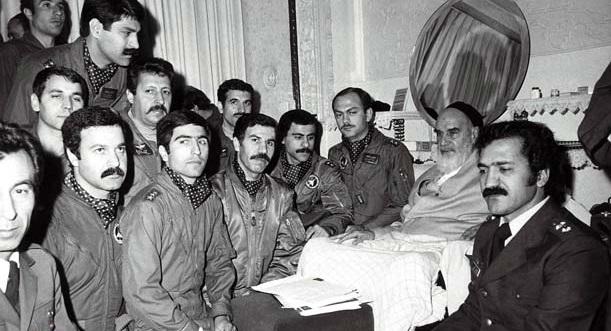 """L`Imam Khomeini: """"Nous n'avons pas une armée séparée de nos gardiens, et des gardiens séparés de nos comités et des comités séparés de notre Bassidj et tout cela séparés de nos tribus nomades; nous sommes tous des frères qui portent des noms différents, mais qui ont une âme unique. """""""