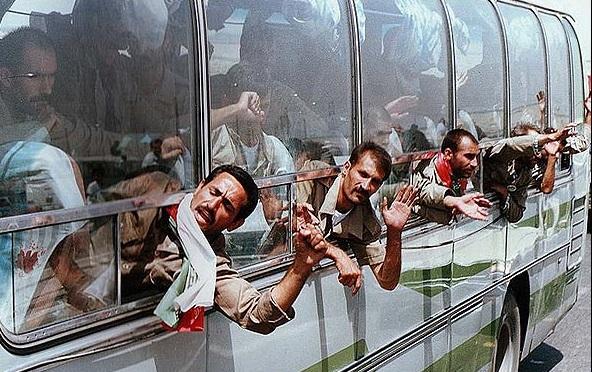 Qu'est-ce que les prisonniers ont fait avant toute chose, après leur retour en Iran ?