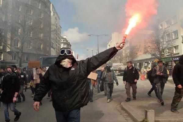 France: Paris réprime, les manifestants ne reculent pas