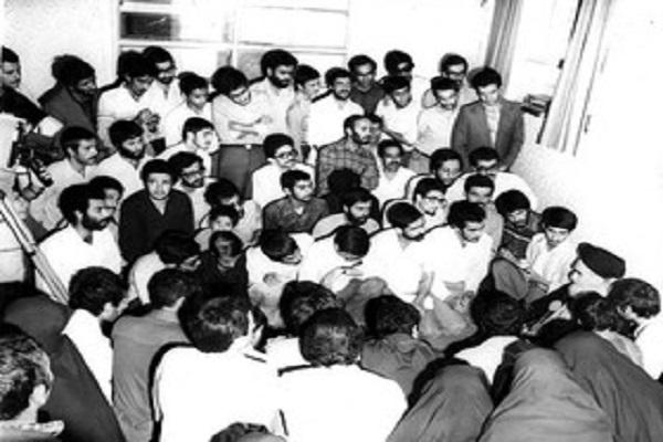 Quelle était la recommandation que l'Imam Khomeiny (paix à son âme) a adressée aux étudiants?