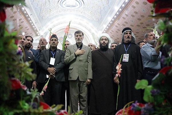 Hommage rendu au sanctuaire sacré de l'Imam Khomeini