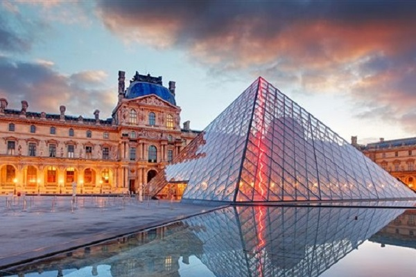 Le Musée du Louvre inaugure des nouveaux espaces dédiés à la découvertes des arts de l`islam