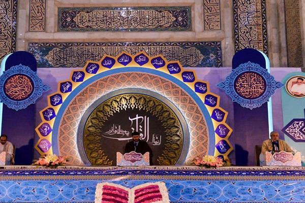 Le cercle de lecture du Coran généreux au sanctuaire de l`Imam Khomeini