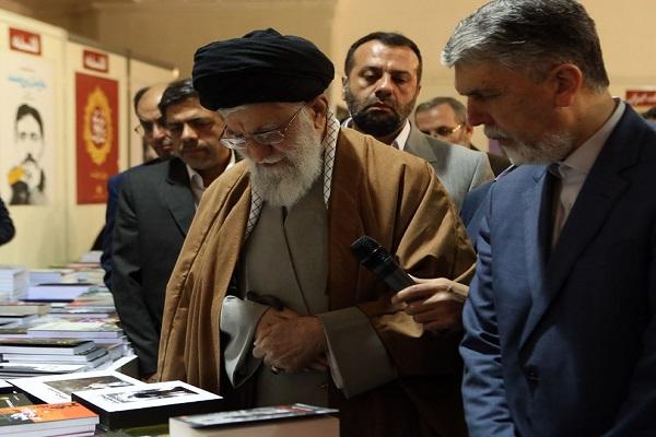 La visite du guide suprême du salon des livres de Téhéran