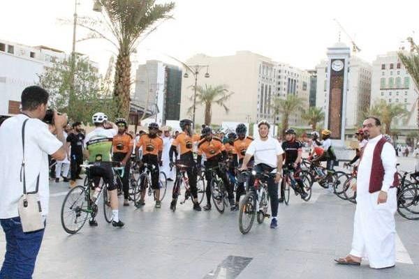 Les huit cyclistes anglais sont arrivés à Médine après avoir traversé 17 pays