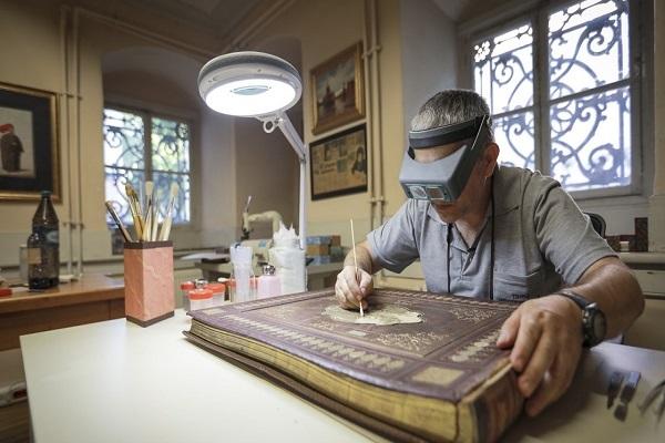 Restauration d'un Coran de 455 ans, en Turquie