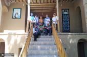 Visite des touristes serbes de la maison de l'imam Khomeini