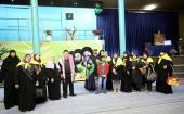 Visite de la maison de l'Imam Khomeiny (paix à son âme) par des touristes étrangers à Jamaran