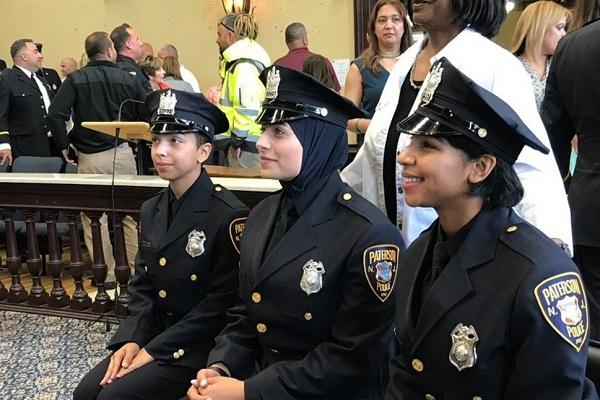 Etats-Unis : la première femme officier de police voilée de Paterson