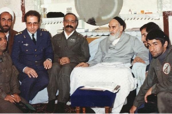 Comment l`Imam Khomeiny a-t-il posé la question du devoir ?