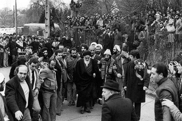 Le clip du partage de dons par l'Imam Khomeiny aux chrétiens de Neauphele le château.