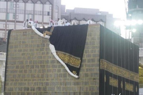 La kiswa de la Kaaba a été changée