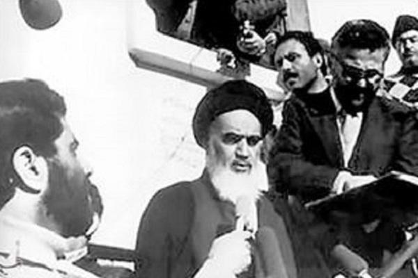 Pourquoi l'Imam Khomeini (paix à son âme) a-t-il changé sa résidence initiale à Paris?
