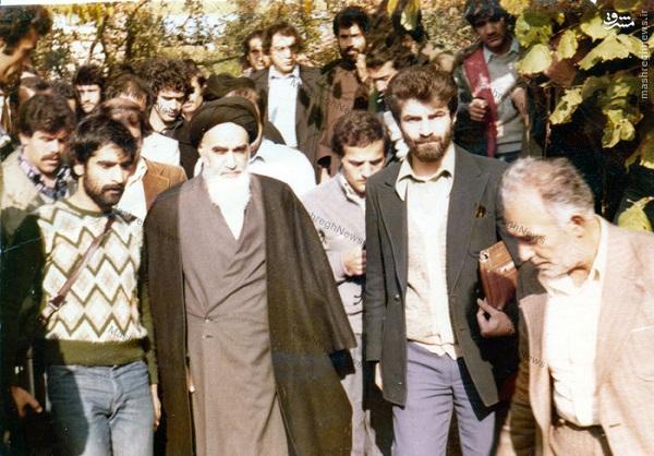 Pourquoi l'imam Khomeini avait-il quitté Neauphele-le-château pour revenir à Paris ?