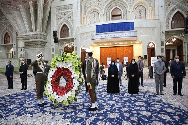 Cérémonie d`hommage rendu des infirmiers et des infirmières au fondateur de la révolution islamique