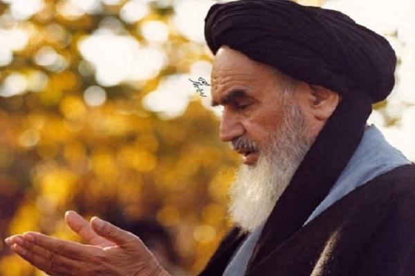 L'Imam Khomeini (paix à son âme) a suis un frère sunnite dans sa prière