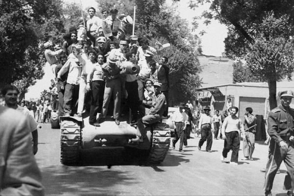 Les Etats-Unis tentent avec déception de faire revivre le passé (Zarif)