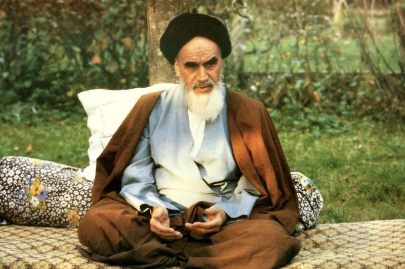 Le récit de la belle-fille de l'Ayatollah Khomeini du retour de  en Iran de l'Imam.