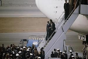 Troisième partie de l'histoire du retour en Iran de l'Imam Khomeini (paix en âme).