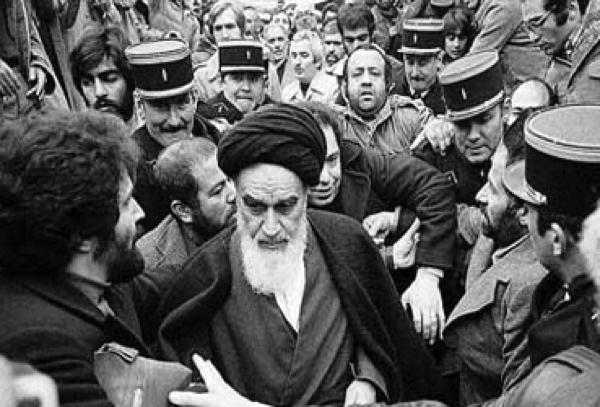Quelle était la principale raison de l'arrestation de l'imam Khomeini et de son exil en Turquie?