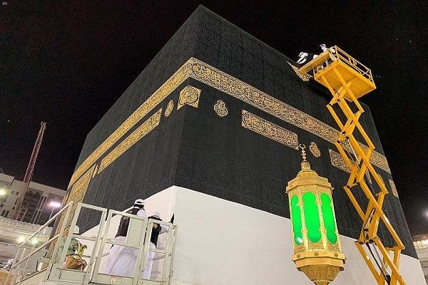 Le drap de la Kaaba a été changé