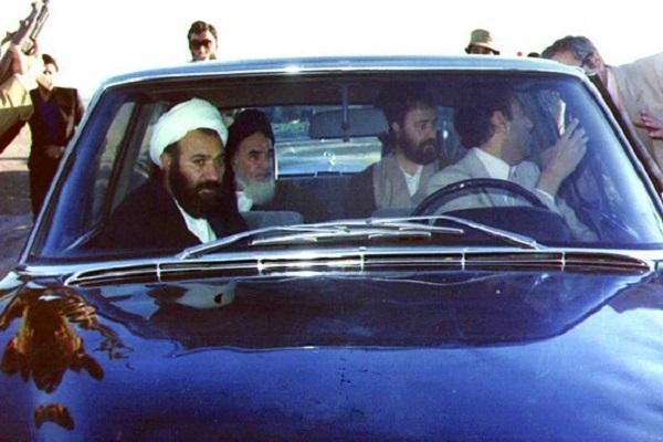 Le récit de l'escorte et de la conduite de l'Imam Khomeini sur le podium où il a tenu son discours, après son retour en Iran